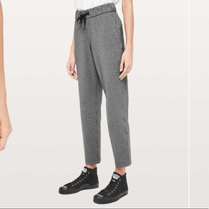 """Lululemon On the Fly Pant *27"""" in Heathered Black"""